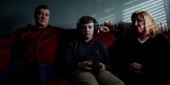 El tiempo de pantalla de los niños se ha disparado durante la pandemia, lo que alarma a padres e investigadores