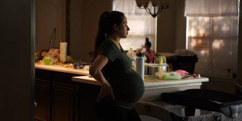 Por qué aún no sabemos lo suficiente sobre Covid-19 y el embarazo